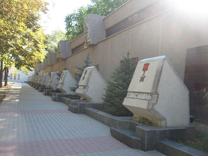 07a Hero_Cities_Memorial_in_Sevastopol (700x525, 380Kb)