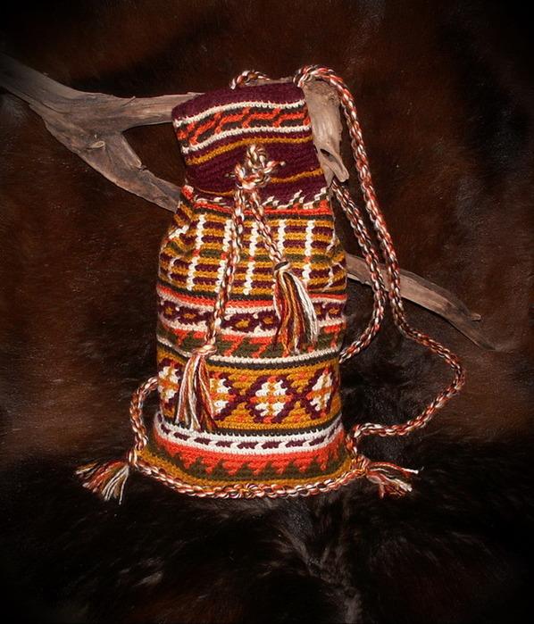 Вяжем крючком рюкзачок с этническим орнаментом/1783336_35836748_jhizbow1gt_W665 (598x700, 150Kb)