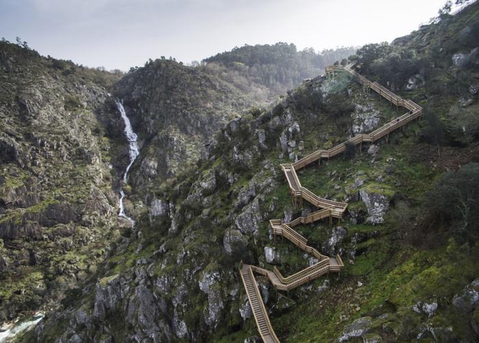 деревянная дорога в португалии 1 (700x500, 395Kb)