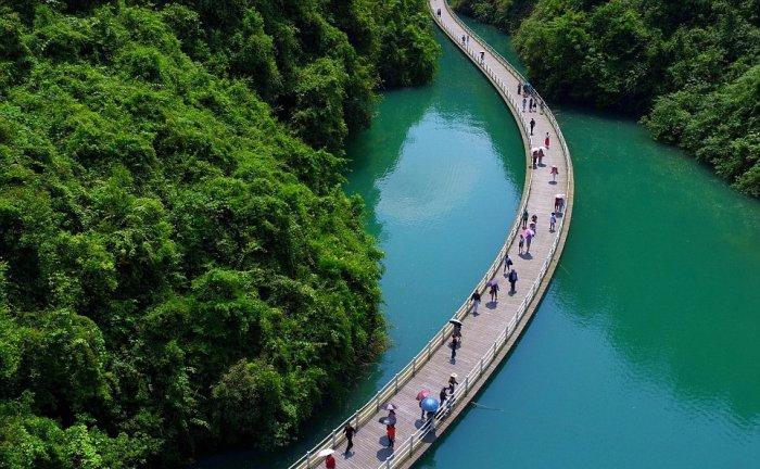 аллея над рекой китай 1 (700x432, 361Kb)
