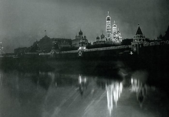 Kremlin_illuminated_for_1896_coronation (700x483, 63Kb)