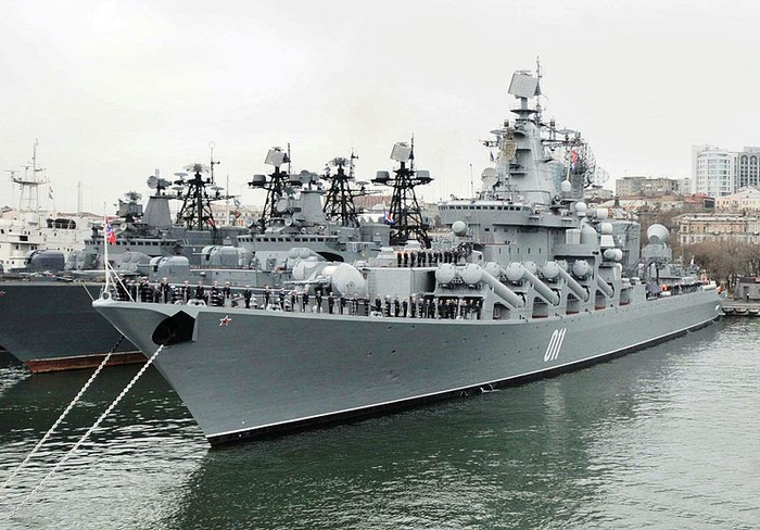 05-Missile_cruiser_Varyag_in_Vladivostok, (700x488, 296Kb)