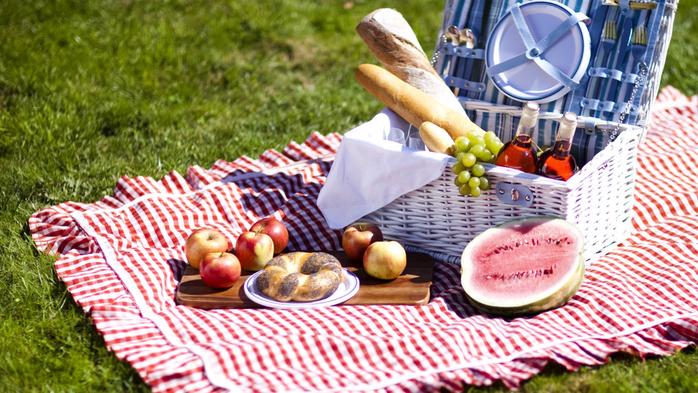 piknik-eda-frukty-yabloki (700x393, 446Kb)