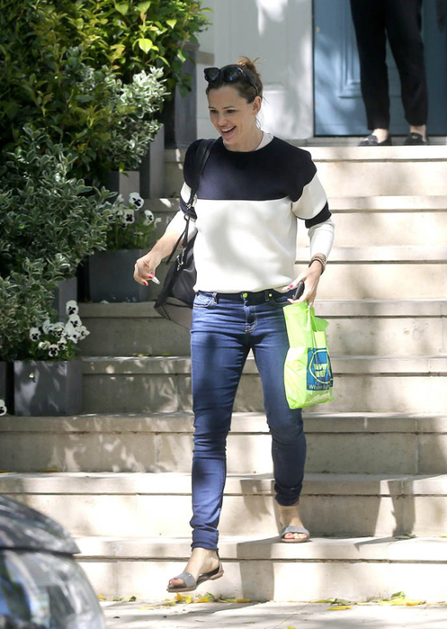 jennifer-garner-london-24may16-03 (497x700, 364Kb)