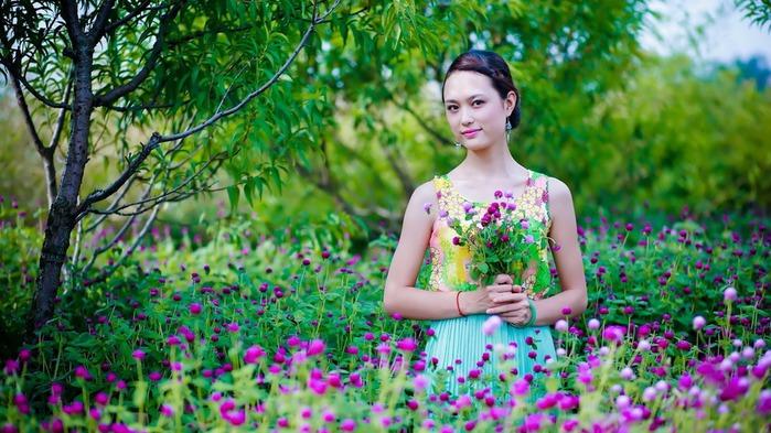 devushka-aziatka-cvety-priroda-6359[1] (700x393, 129Kb)