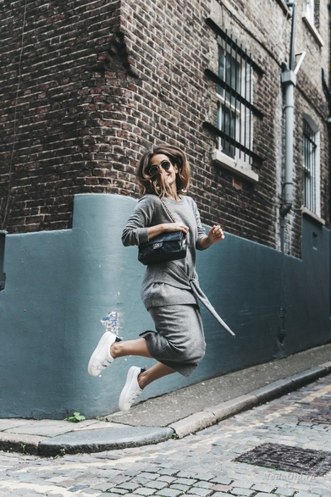 large_London_LFW-Sandro-White_Sneakers-Grey_Look-Midi_Skirt-Outfit-Street_Style-Chanel_Vintage_Bag-5-790x1185 (466x700, 349Kb)