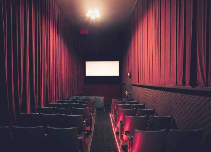 875697_beautiful_movie_theaters_29 (700x507, 56Kb)