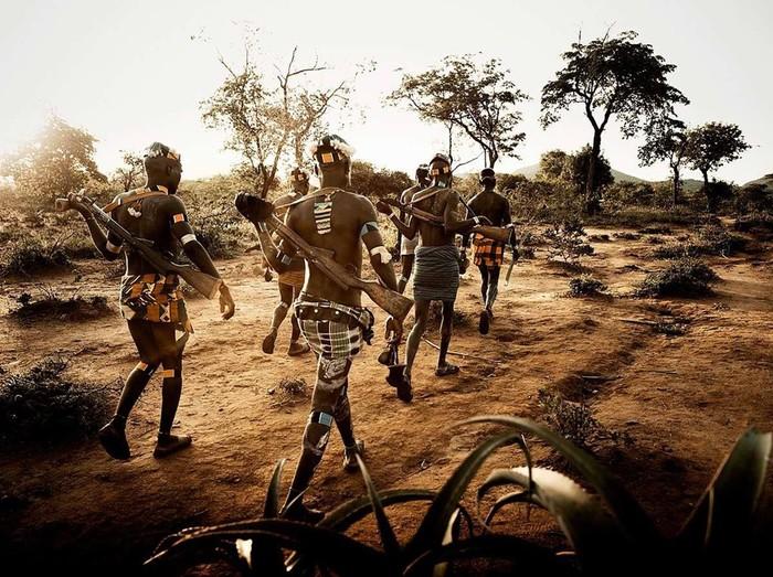 Дикари с автоматами. Фотографии первобытных племен Эфиопии