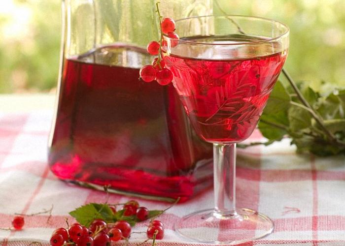 vino-iz-krasnoj-smorodiny-s-vodkoj (700x500, 374Kb)
