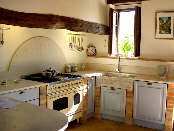 Красивые маленькие кухни2 (700x525, 480Kb)