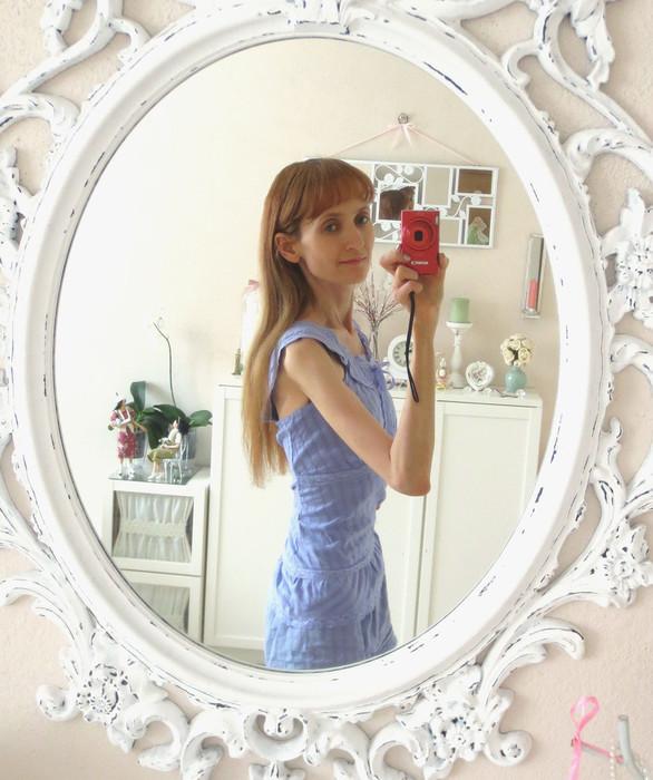 саша в зеркале фото (586x700, 116Kb)