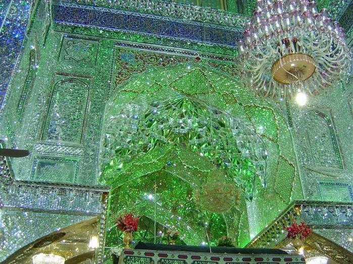 Красивые фотографии Зеркальной мечети Шах Черах в Иране