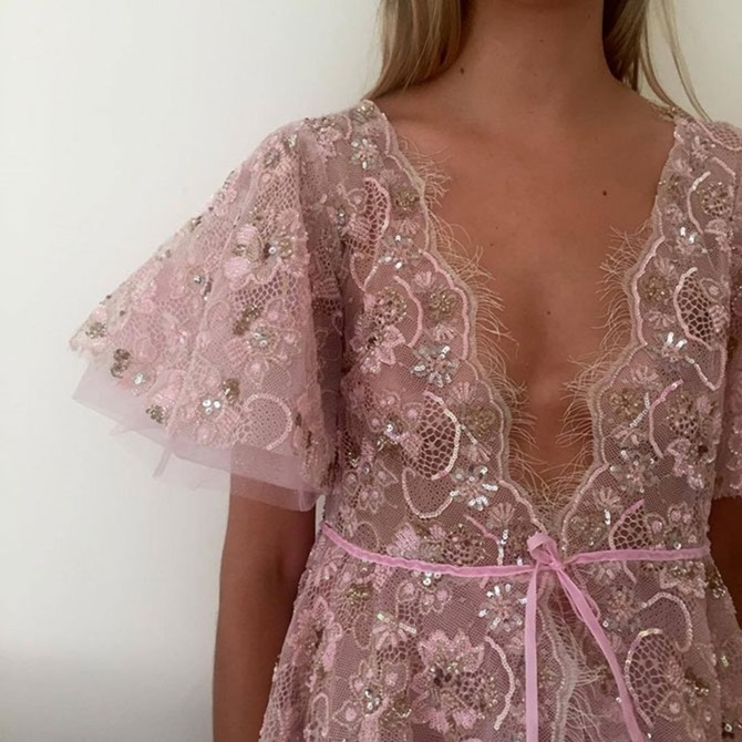 Как правильно носить прозрачные платья и другую одежду