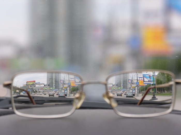 Photo.Misc_.glasses-on-car-dashboard.SS492419.color_.HiRes_-940x704 (700x524, 232Kb)
