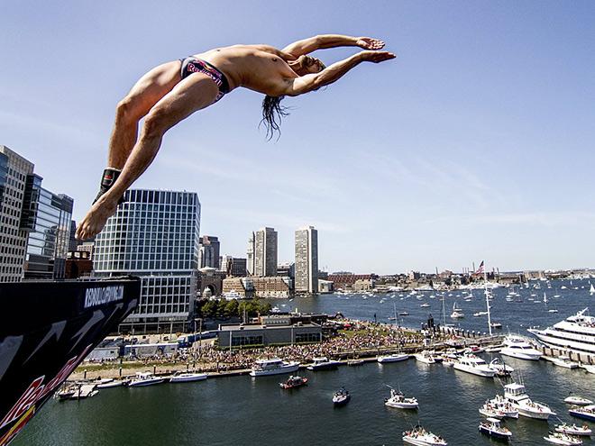 Безумный прыжок с десяти метров