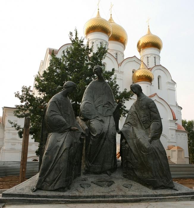 4498623_PamyatnikSvyatojTroitse (653x700, 318Kb)