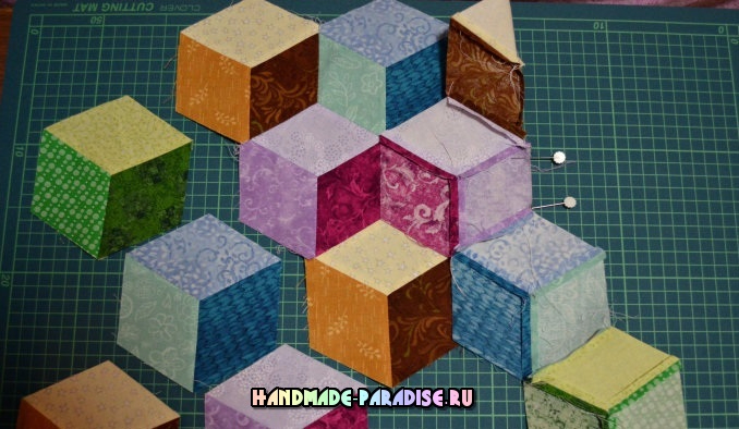 Лоскутное одеяло «Кубики» в технике пэчворк (22) (678x394, 281Kb)