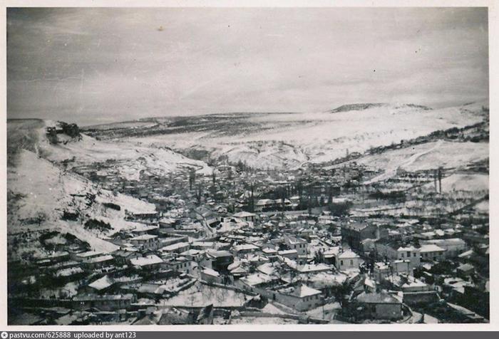 Вид на Бахчисарай. 1941 - 1942 (700x476, 353Kb)