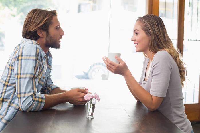 Тайные знаки мужчинам: 7 признаков того, что женщина с вами флиртует