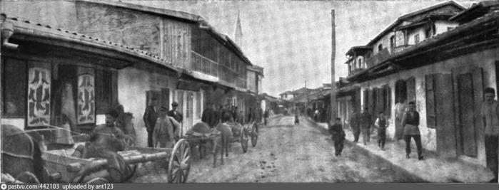 Главная и единственная улица Бахчисарая. Main and only street of Batchi-Seraï. 1905 (700x267, 120Kb)