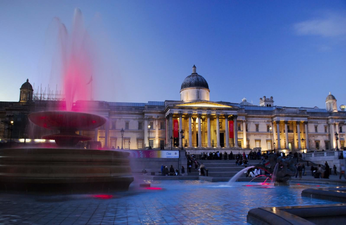 Adorable-Night-View-Of-Fountain-At-Trafalgar-Square (700x454, 270Kb)