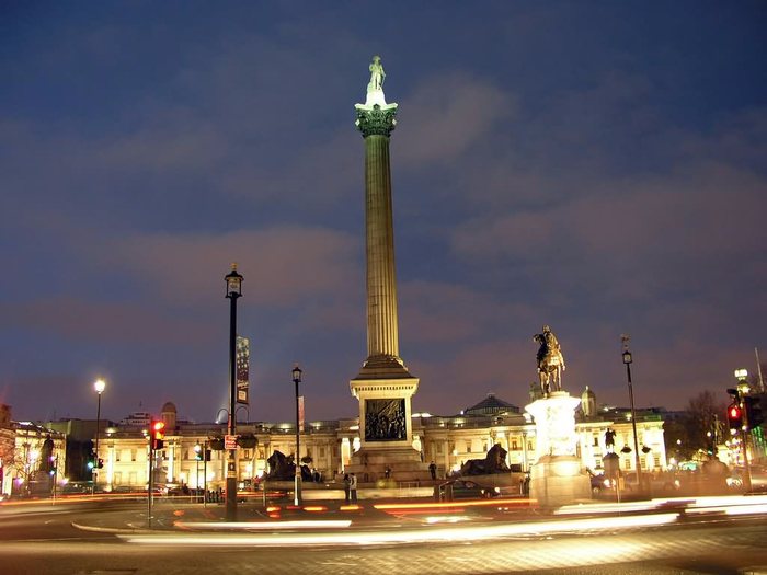 Nelsons-Column-At-Trafalgar-Square-Night-View-Picture (700x525, 261Kb)