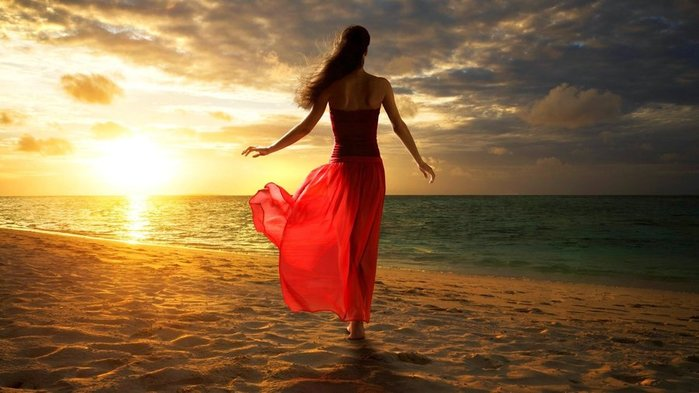 wallpaper-sunset-beach-sky-beautiful-girl-naturewomen-wallpapers (700x393, 53Kb)