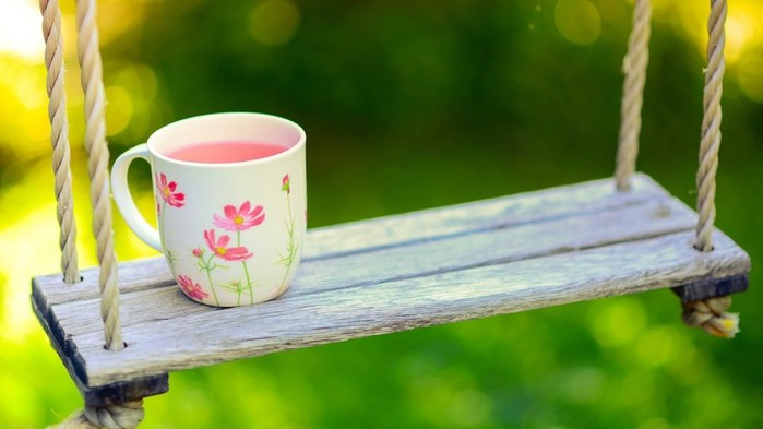 Creative_Wallpaper_Cup_on_a_swing_082422_ (700x393, 50Kb)
