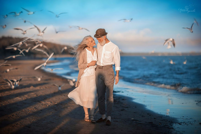 Russian-photographer-makes-wonderful-photos-with-an-elderly-couple-showing-that-love-transcends-time-5971043a89352-png__880 (700x469, 304Kb)