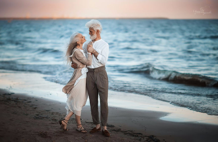 Russian-photographer-makes-wonderful-photos-with-an-elderly-couple-showing-that-love-transcends-time-5971041437838-png__880 (700x455, 272Kb)