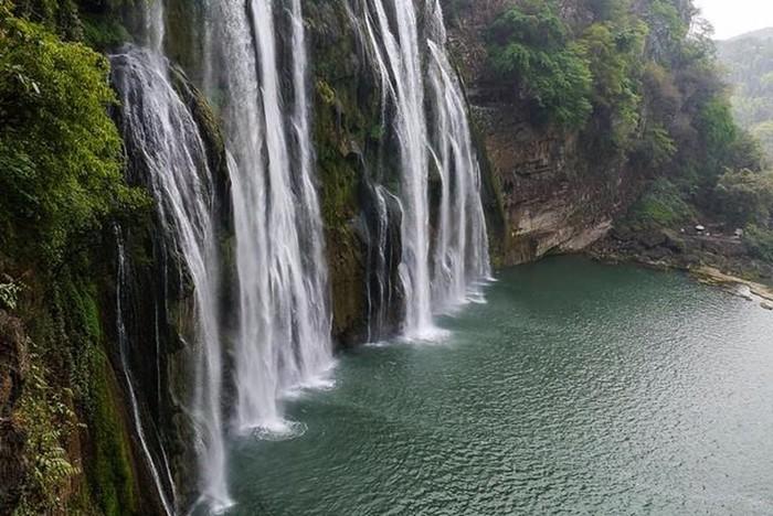 Китайский водопад Хуангошу