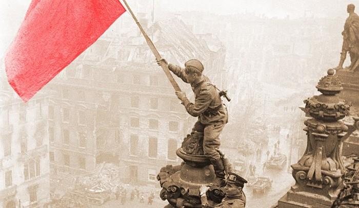 Знамя над Рейхстагом. Кто же первым его водрузил?