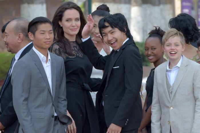 Как Анджелина Джоли издевалась над камбоджийскими детьми: актриса ответила на обвинения
