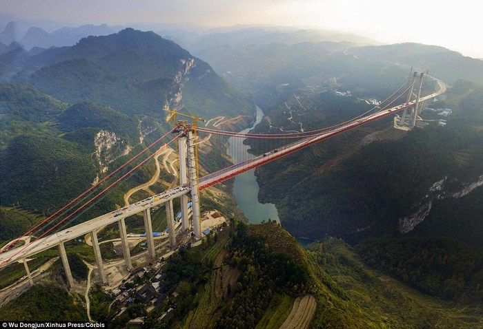3509984_2F39B017000005780Extreme_The_bridge_in_Guizhou_China_which_cost_158million_and_toa108_1449721225244 (700x478, 89Kb)