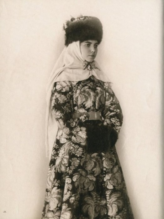 25 старинных фотографий русских красавиц в национальных костюмах