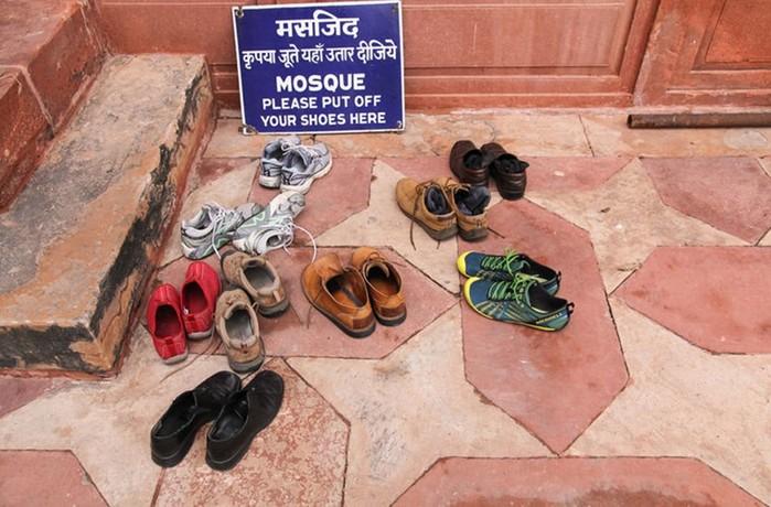 Надо ли снимать обувь в доме? Традиции разных стран