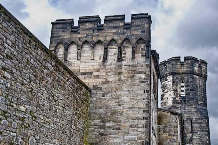 Как появились первые тюрьмы в истории?