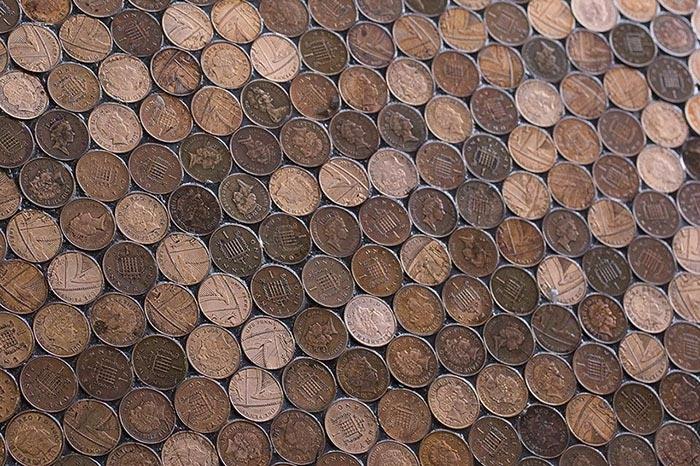 пол из монет 8 (700x466, 453Kb)