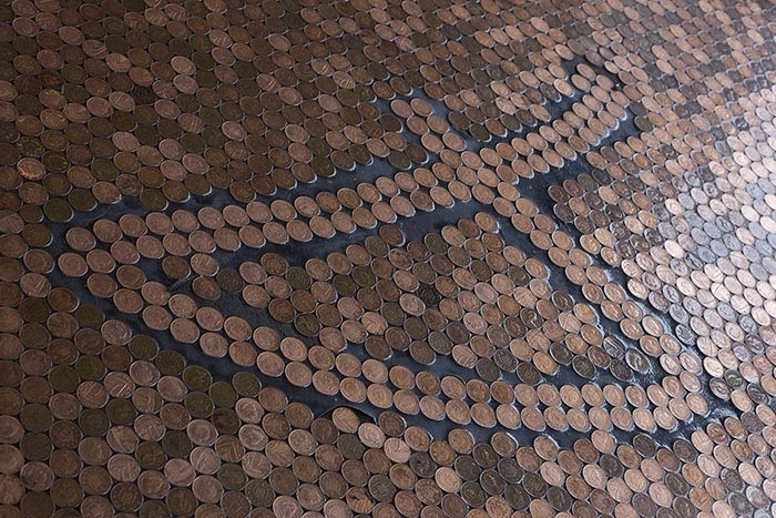пол из монет 10 (700x467, 450Kb)