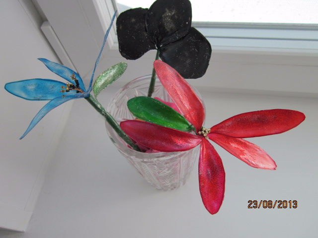 stained_glass_flowers_in_a_crystal_vase_by_dash_ing_nerro-d8li2bd (640x480, 210Kb)