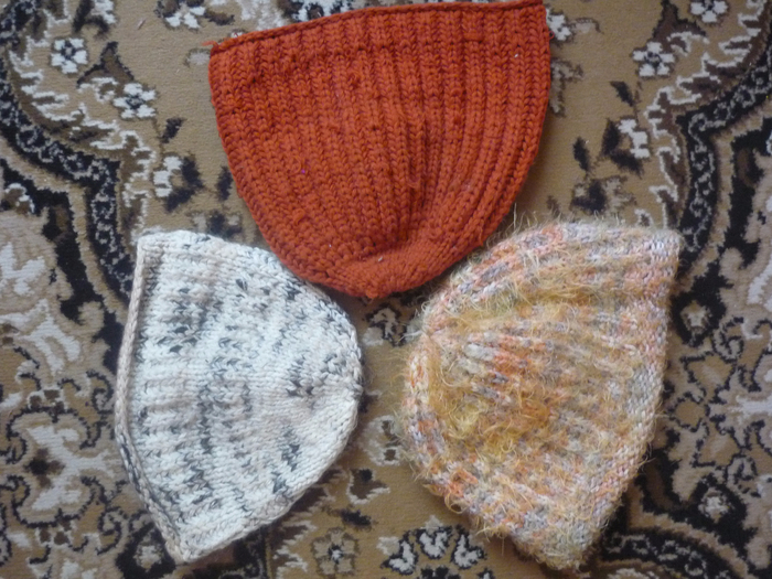 knitted_hats_of_my_grandmother_by_dash_ing_nerro-dbjkby7 (700x525, 466Kb)
