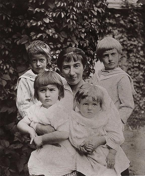 Зинаида Серебрякова с детьми (576x700, 442Kb)