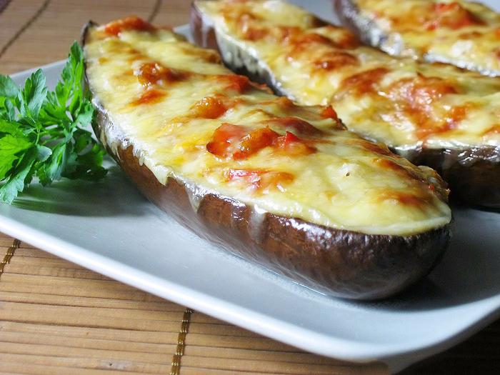 Фаршированные-запеченные-в-духовке-баклажаны-с-сыром (700x525, 447Kb)