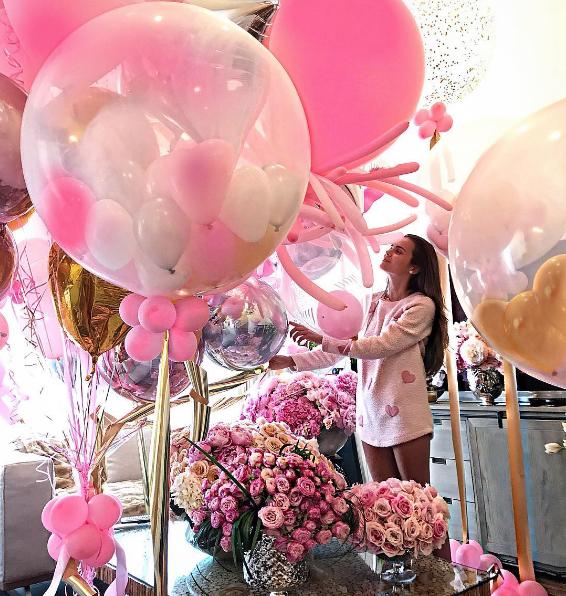 «Розовая сказка» модели Ксении Дели: сюрприз от мужа миллиардера удался