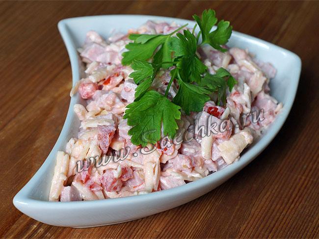 salat_s_pomidorami_vetchinoy_i_syrom (650x488, 84Kb)