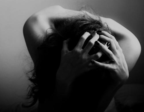 (белое вещество) фото девушка плачет от боли сад: разные