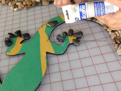 Ящерка из гальки - украшение handmade для сада (8) (400x301, 127Kb)