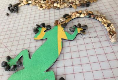 Ящерка из гальки - украшение handmade для сада (10) (400x273, 122Kb)