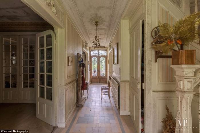 заброшенный дом во франции 1 (700x466, 277Kb)