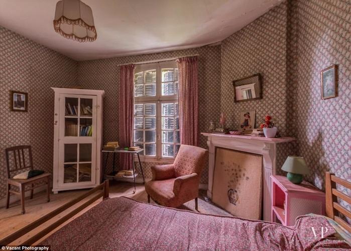 заброшенный дом во франции 3 (700x500, 364Kb)